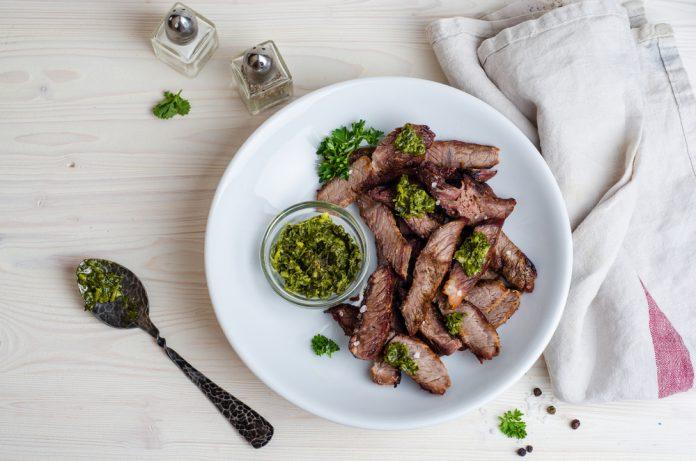 hovězí steak s bylinkovým dipem