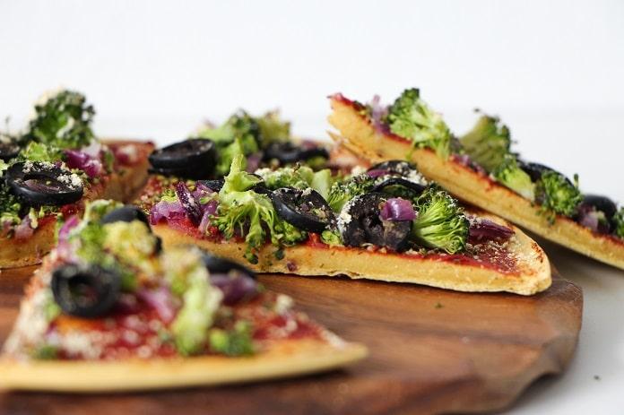 cizrnová pizza s rajčatovým základem