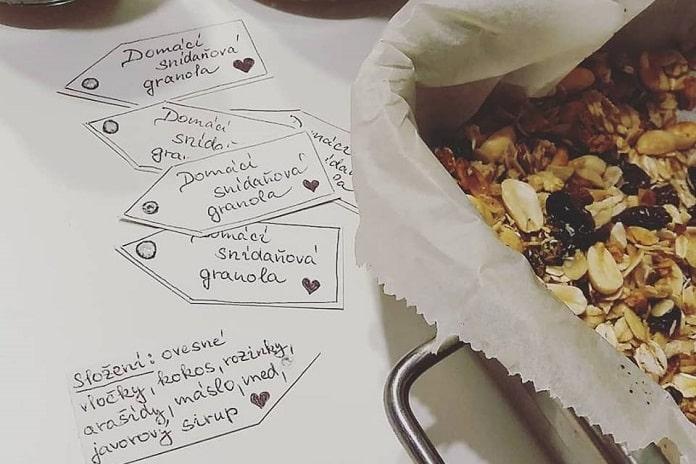 domácí snídaňová granola
