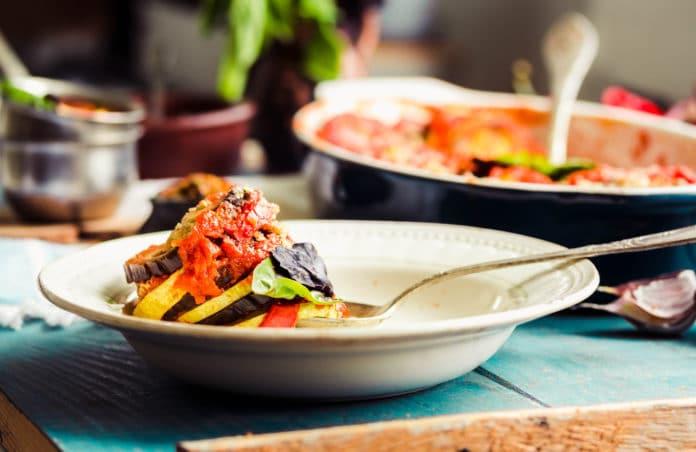 zeleninové ratatouille s celozrnnými těstovinami