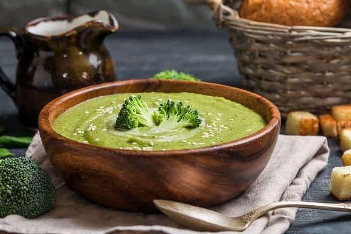 brokolicová polévka s nezrajícím sýrem
