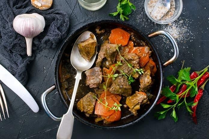 jehněčí maso dušené s mrkví