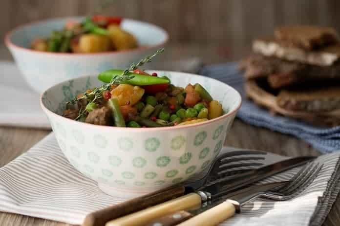 libové telecí maso dušené se zeleninou a topinambury