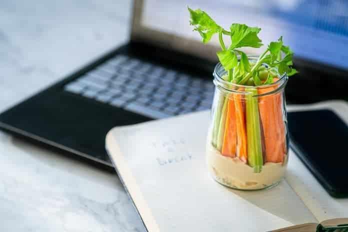 hummus s mrkví a řapíkatým celerem