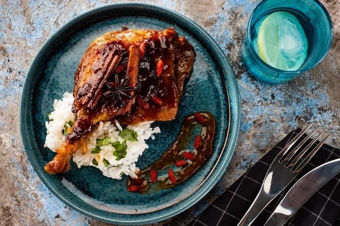 pečené kuře na chilli a medu se šafránovou rýží