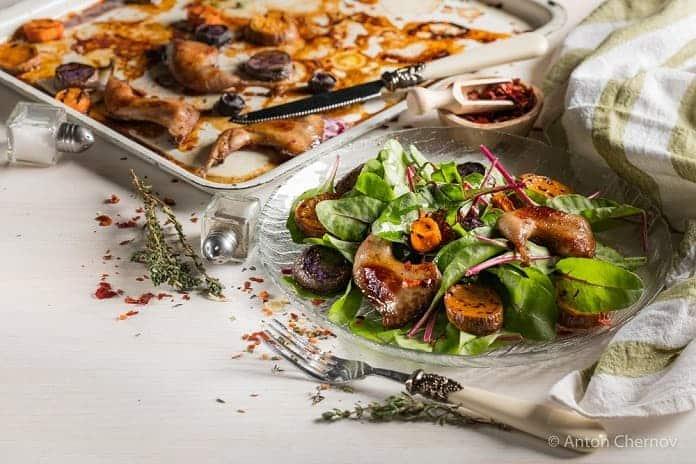 pečené kuřecí stehno se zeleninovým salátem