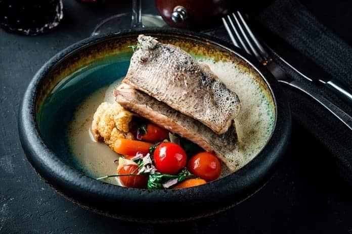 treska s bramborovou kaší a pečenou zeleninou