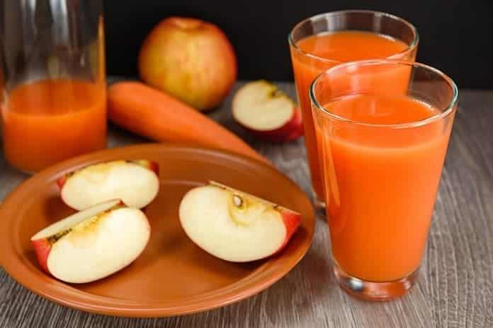 čerstvá šťáva z jablek a mrkví