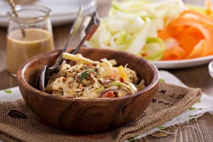 mrkvovo-zelný salát na asijský způsob