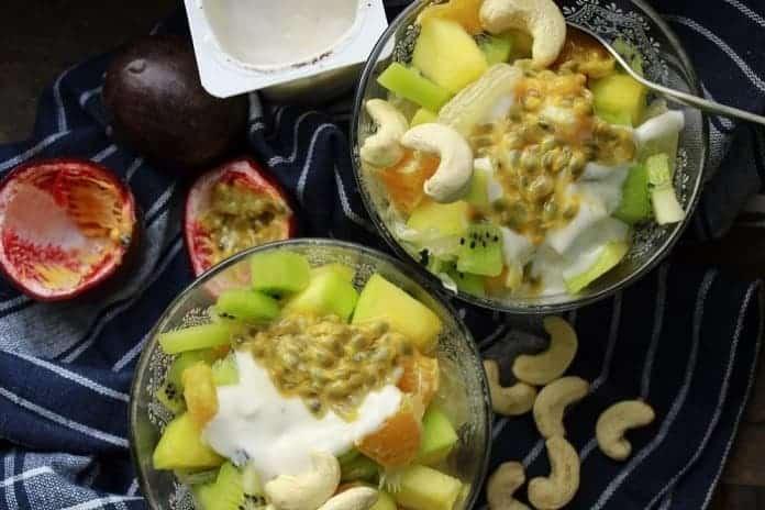 ovocný salát s pomerančem a vanilkovou zálivkou