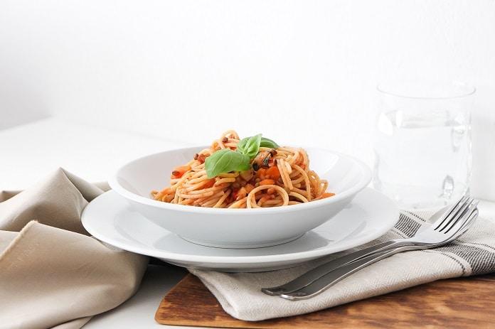 špaldové špagety s čočkovou omáčkou