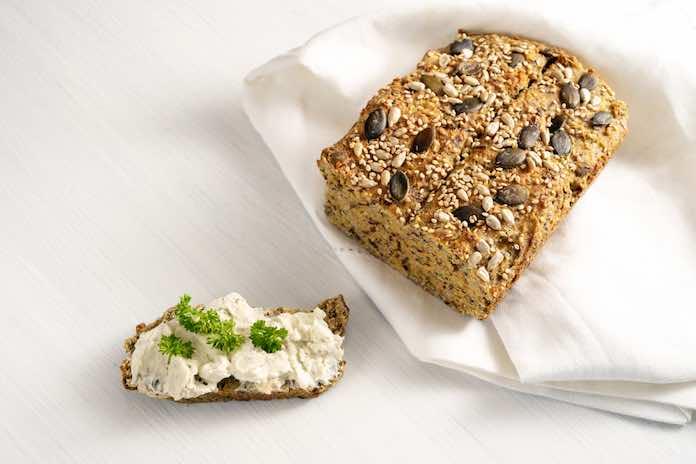 sýrový chléb s olivami