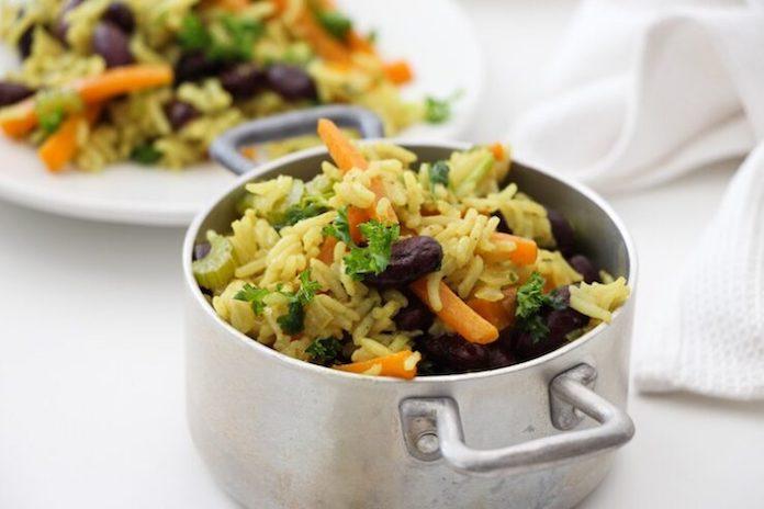 hřejivý masala kotlík s fazolemi a zeleninou